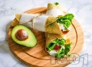 Рецепта Тортила за закуска със сирене котидж, авокадо и сушени домати